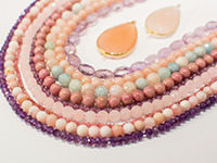 Calibrated round or faceted beads strings